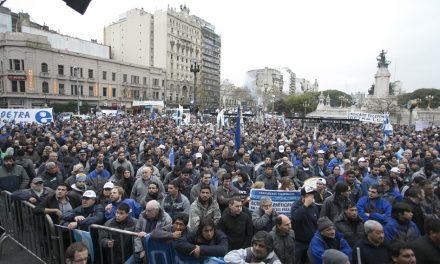 Hacemos Historia- Movilización al Congreso Nacional por la Ley de Bonos.